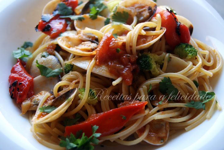 Spaghetti with Clams and Roasted Peppers Recipe