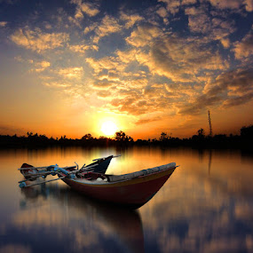 sore sore by Indra Prihantoro - Transportation Boats ( sunset, boats, sunrise )