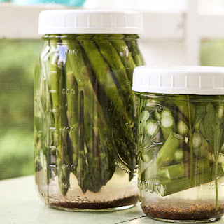 Winey Briny Quick Pickles–Asparagus