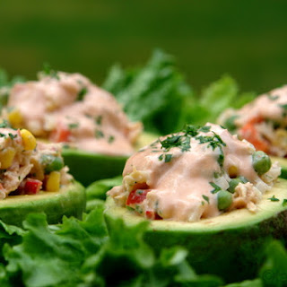 Avocado stuffed with tuna salad - Aguacate relleno con atun