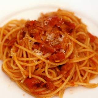 Pasta with Onion, Bacon, and Tomato (Pasta All'Amatriciana)