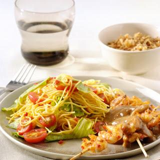 BBQ Citroengarnalensaté met noedel-groentesalade en satésaus