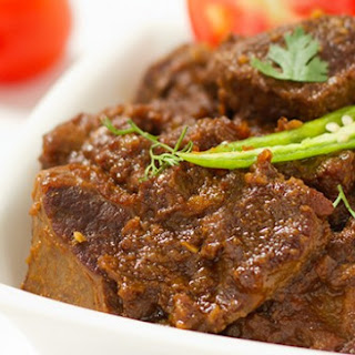 Bhuna Gosht – Pan fried meat in aromatic spices.