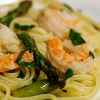Linguine with Shrimp, Asparagus, and Basil