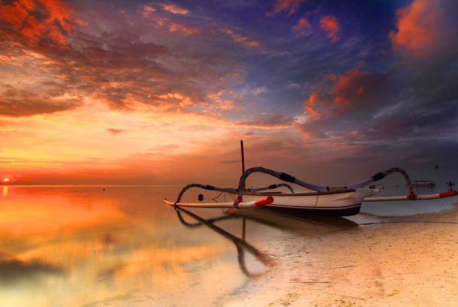 one boat to the journey by I Made  Sukarnawan - Transportation Boats (  )