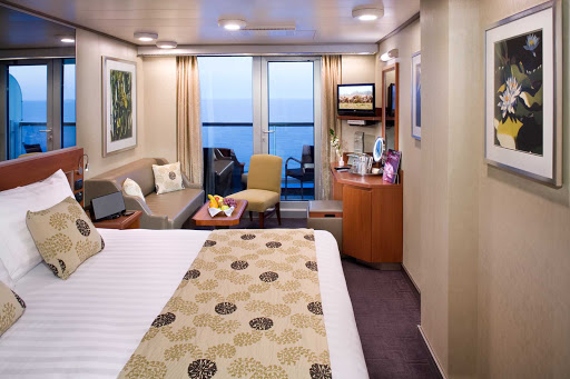 Holland-America-Signature-Class-Veranda-Spa-Stateroom - The serene Veranda Spa Suites and Staterooms on Nieuw Amsterdam are conveniently located near the Greenhouse Spa & Salon.