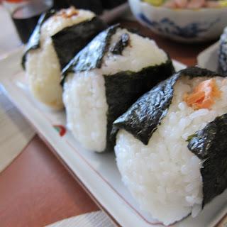 Onigiri recipe (How to make Japanese rice ball) – Recipe and my childhood