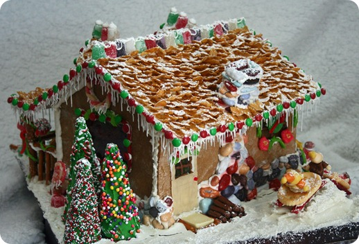 Homemade gingerbread house i heart nap time wb gingerbread house 2 wb 026 solutioingenieria Images