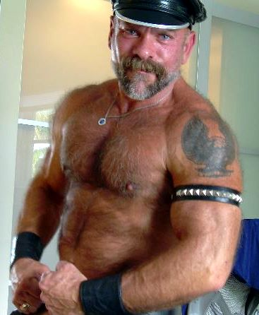 Muscled Mature Pic 5