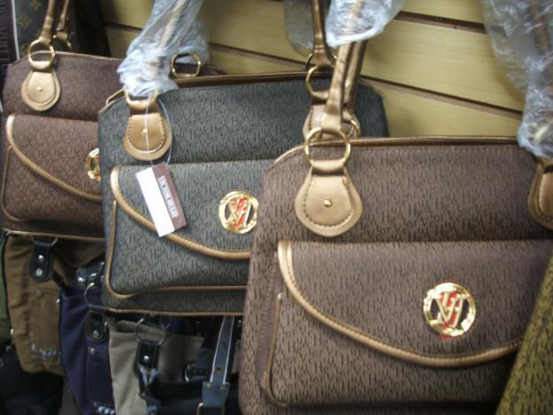 814bfaacc link ... alguns modelos e fotos de bolsas Victor Hugo confira os modelos  2011