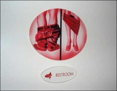 thumbs_weird-toilet-signs-10