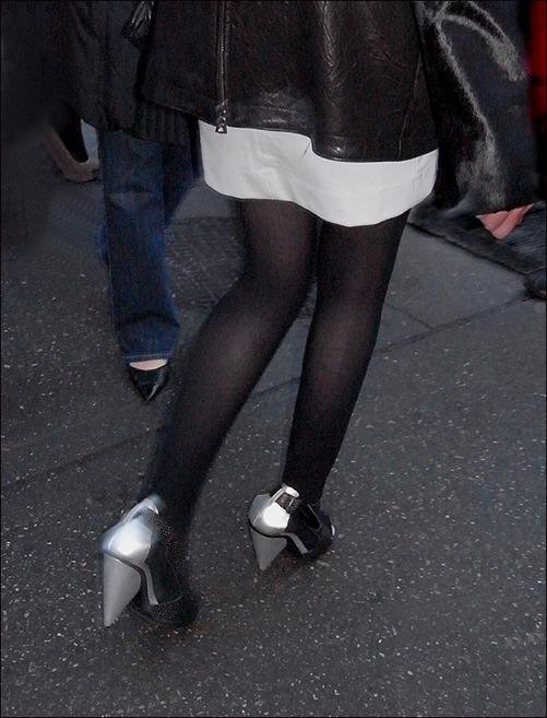w black leather coat tights black-sliver shoes 2