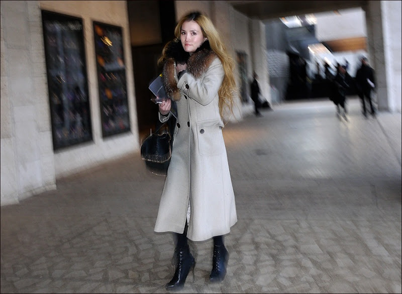 w white long coat fur collar