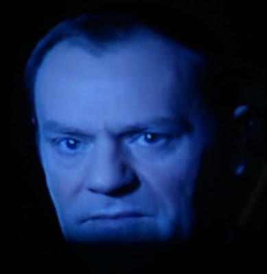 Donald Tusk, premier rządu Platformy Obywatelskiej i Polskiego Stronnictwa Ludowego, Platforma Obywatelska, afera hazardowa, zagrożenie dla demokracji, korpucja, mały Putin, śladami Putina, życiowa klęska tak zwanych elit, little Putin, following Putin's footsteps, democracy in jeopardy, prime minister of Poland, Civic Platform, corruption, corrupt government