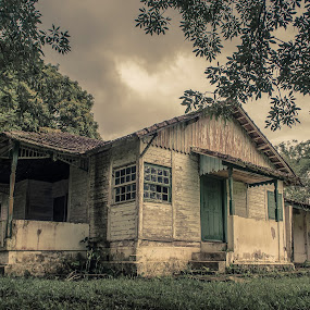 ... by Matheus Dalmazzo - Buildings & Architecture Decaying & Abandoned ( ipanema, hdr, house )