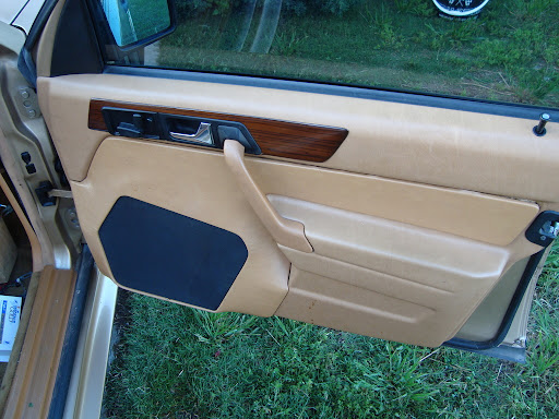 Dsc I together with Fuse Interior Replace Getting Started together with Maxresdefault as well Honda Fit Jazz Front Door Panel Removal Speaker Replacement Guide additionally Img F. on 1994 bmw door panel removal