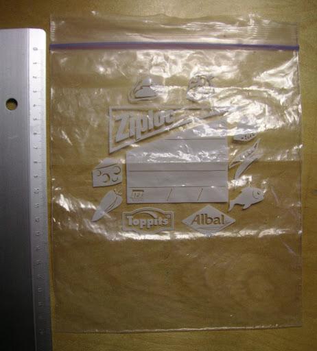 10. La meilleure pochette plastique Ziploc (Albal) : solide et hyper étanche (20 X 18 utile), parfaite pour la méthode chlorocrésol. Chez Monoprix, en rouleaux. Épatant !