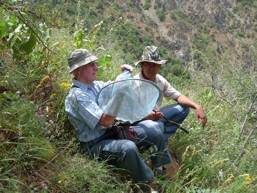 Jean-Marie Desse et le chauffeur Mahmoud, près de Varzob (35 km nord de Dushanbe), 1505 m, 5 juillet 2009, Tadjikistan. Photo : J.-F. Charmeux