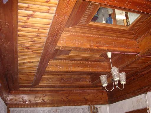 Plafond ouvragé dans une maison traditionnelle à Anzob, le 27 juin 2008. Photo : Jean-Marie Desse