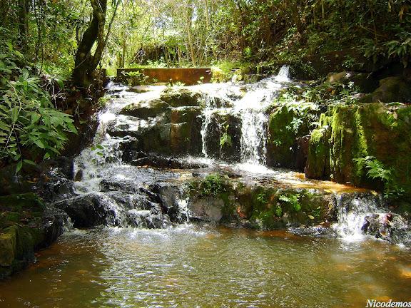 Cachoeirinha (petite cascade). Pitangui (MG, Brésil), 22 mars 2010. Photo : Nicodemos Rosa