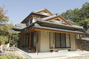 伝統的な大工の職人技を、贅沢に駆使した和風建築住宅