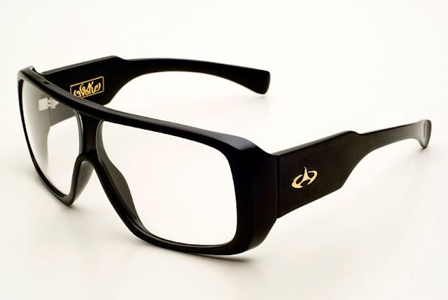 c73853955 Já viu um óculos Evoke Amplifier com lentes de grau? Olha só que legal que  fica! Esse cara comprou um modelo de óculos Evoke Amplifier, na cor preta e  pagou ...