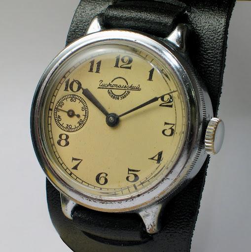 Прародителями данных часов были часы «кировские», популярные в годы великой отечественной войны, основанием для создания которых в свое время послужил заказ наркомата вооруженных сил и личное указание.в.сталина.