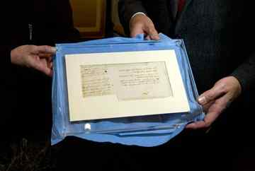 Fragment of manuscript by Leonardo da Vinci unearthed in French town library