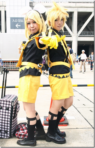 vocaloid 2 cosplay - karamine rin and len 02 from comiket 2010
