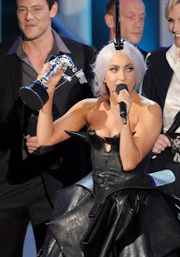 lady-gaga-wins-8-mtv-vma-2010-and-reveals-born-this-way-album-title