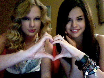 taylor-swift-and-selena-gomez-not-only-bffs-but-also-like-sisters