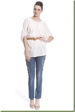 3855c82eb Isso ajuda a disfarçar o volume do bumbum. Jeans mais escuros são ideais e  calças justas são as grandes inimigas de mulheres com esse tipo de corpo.