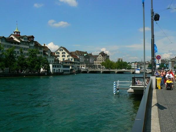 Obiective turistice Elvetia: raul Limmat, Zurich