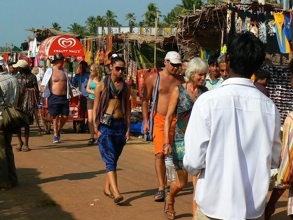 Imagini India Goa: shoping cu rusoaice la Anjuna Market