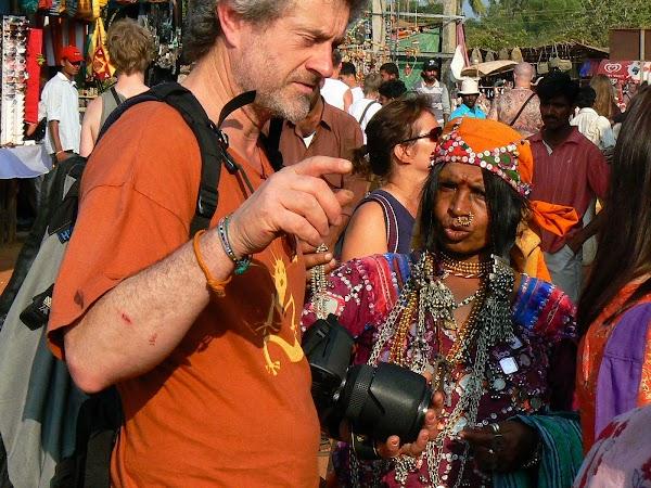 Imagini India Goa: vanzatoare Lamani la Anjuna Market