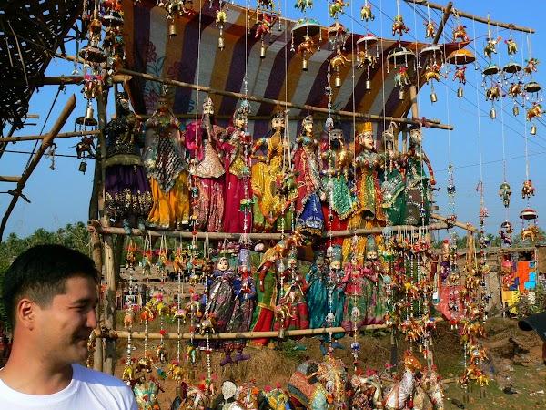 Imagini India Goa: papusi de Rajastan la Anjuna Market