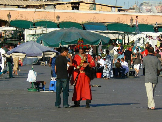 Imagini Maroc: Jema el-Fnaa Marrakech - vanzatori de apa.JPG