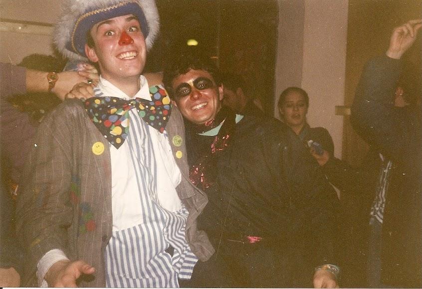 90. (2.03.1992, Maastricht, Cliniek pub, in stanga, Paul de la AEGEE).jpg
