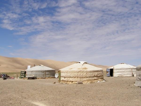 Cazare Mongolia: iurte mongole