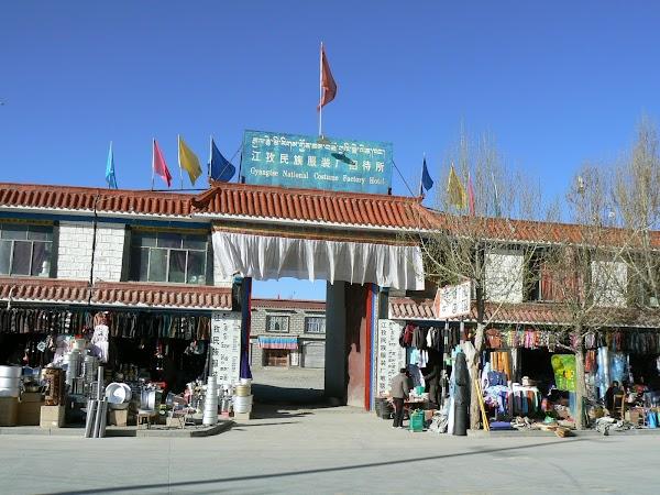 Obiective turistice Tibet: hotel de lux Gyantse.JPG