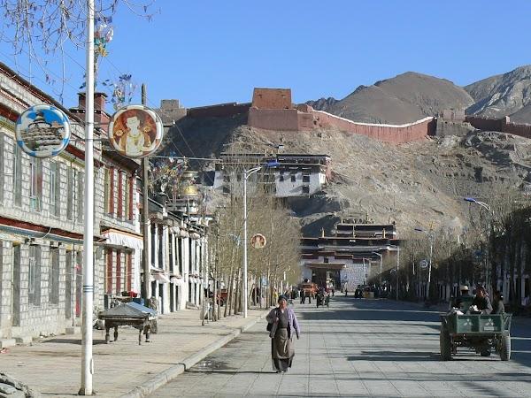 Obiective turistice Tibet: spre manastire.JPG