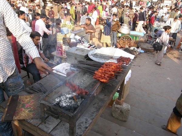 Obiectice turistice India: in bazar Paharganj, Delhi