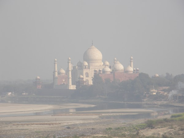 Obiective turistice India: Taj Mahal din Red Fort Agra
