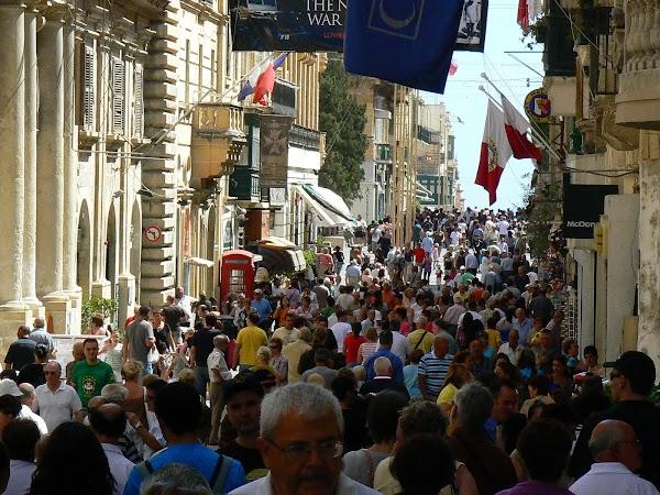Obiective turistice Malta: principala strada din Valletta.JPG