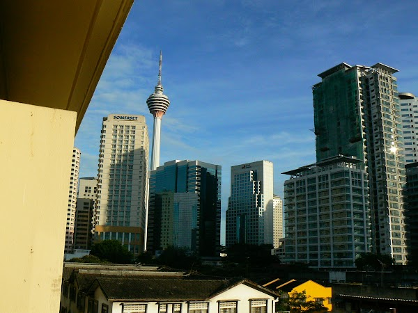 Cazare Malaezia: hotel Replica Inn Kuala Lumpur pe geam.JPG