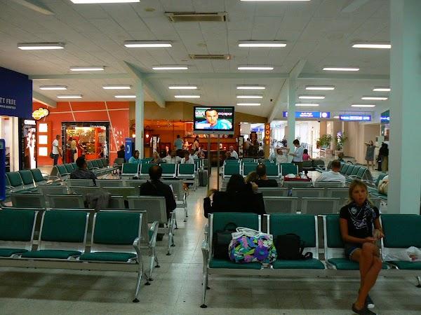 Imagini Maldives: aeroport, lounge de plecare.JPG