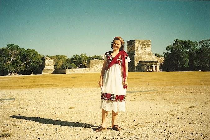 Obiective turistice Mexic: Adriana in yipil la Chichen Itza.JPG