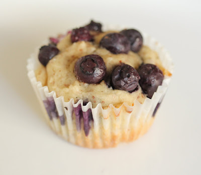 close-up photo of one muffin
