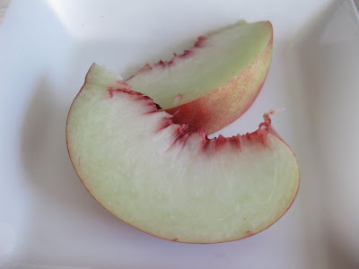 close-up photo of peach slices