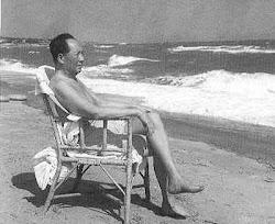 1960年,毛泽东在北戴河游泳后小憩.jpg